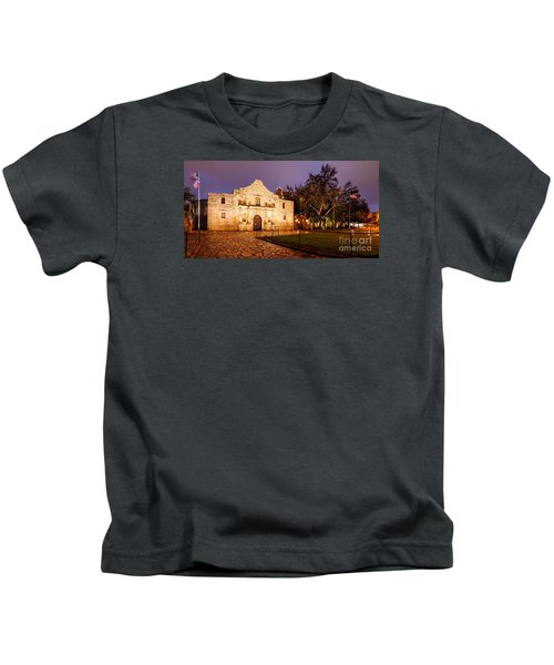 Panorama Of The Alamo In San Antonio At Dawn - San Antonio Texas Kids T-Shirt