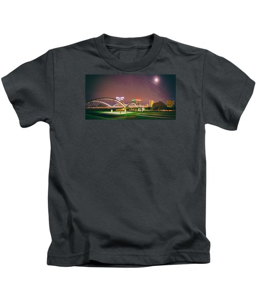 Panorama Of The Seventh Street Bridge And Downtown Fort Worth With Full Moon Above - Trinity River Kids T-Shirt