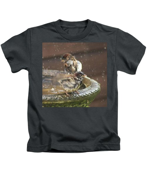 Pass The Towel Please: A House Sparrow Kids T-Shirt