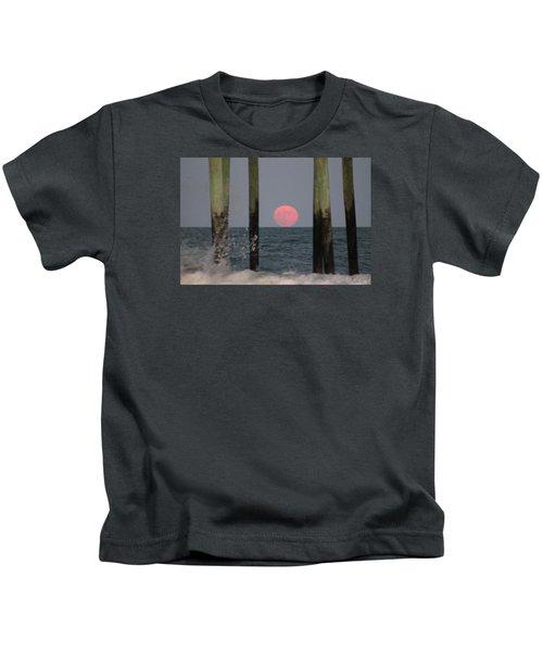 Pink Moon Rising Kids T-Shirt