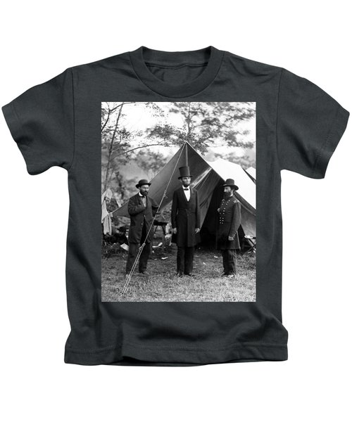 President Lincoln Meets With Generals After Victory At Antietam Kids T-Shirt