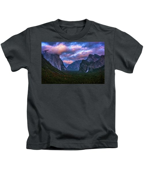 Spring Sunset At Yosemite's Tunnel View Kids T-Shirt