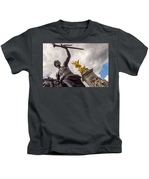 Statues In Front Of Buckingham Palace Kids T-Shirt