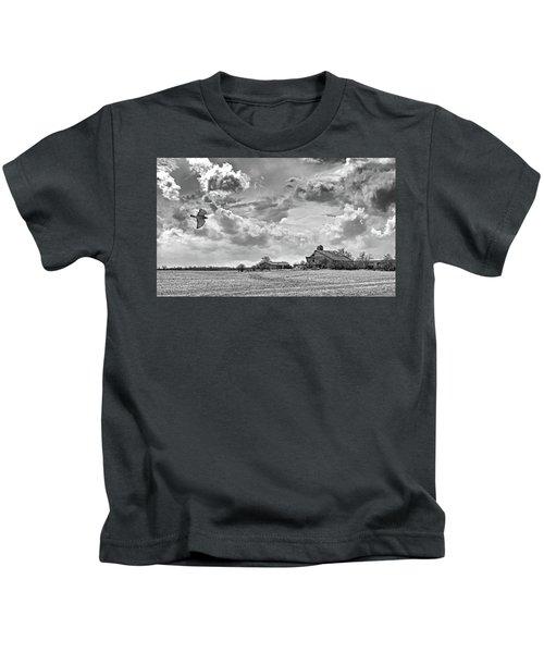 Storm Coming Bw Kids T-Shirt
