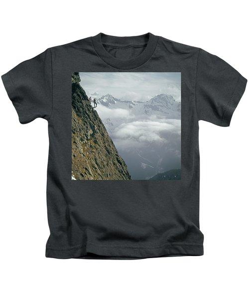 T-404101 Climbers On Sleese Mountain Kids T-Shirt