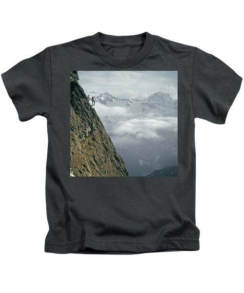 T-404101 Climbers On Sleese Mountain Kids T-Shirt