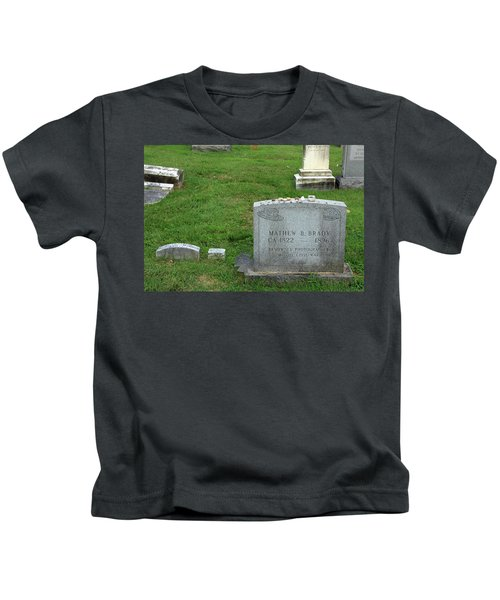 The Grave Of Mathew Brady -- Renowned Photographer Of The American Civil War Kids T-Shirt