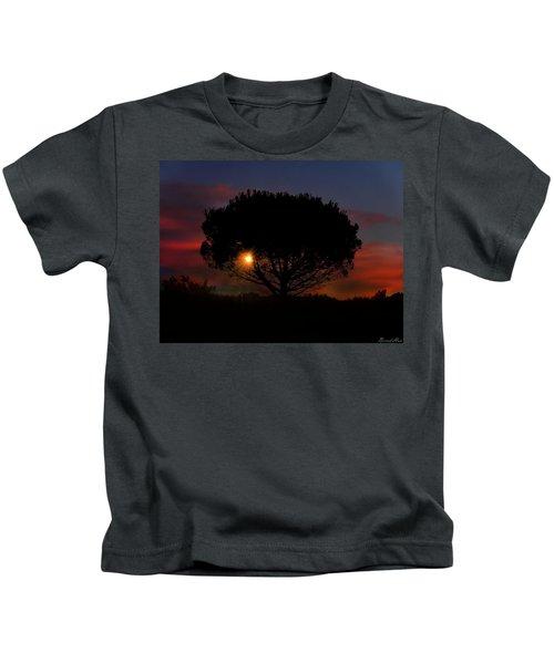 The Light That Never Fails Kids T-Shirt