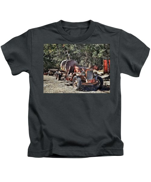 The Old Jalopy In Wine Country, California  Kids T-Shirt