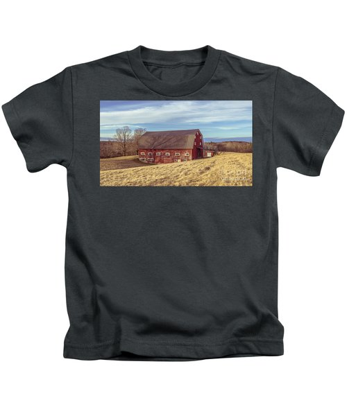 The Old Red Barn In Winter Kids T-Shirt