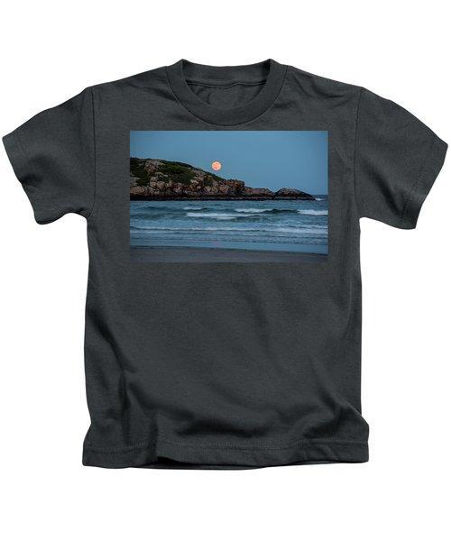 The Strawberry Moon Rising Over Good Harbor Beach Gloucester Ma Island Kids T-Shirt