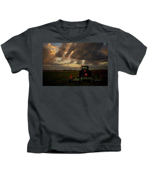 Tractor At Sunrise - Chester Nebraska Kids T-Shirt