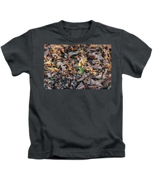Trillium Blooming In Leaves On Forrest Floor Kids T-Shirt