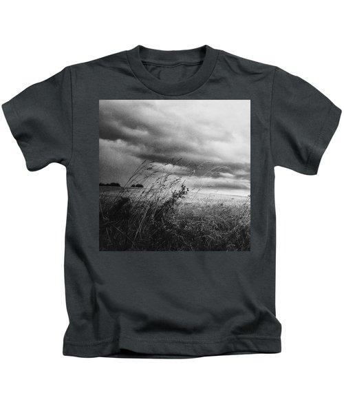 Und Unter Den Wolken Wächst Das Kids T-Shirt