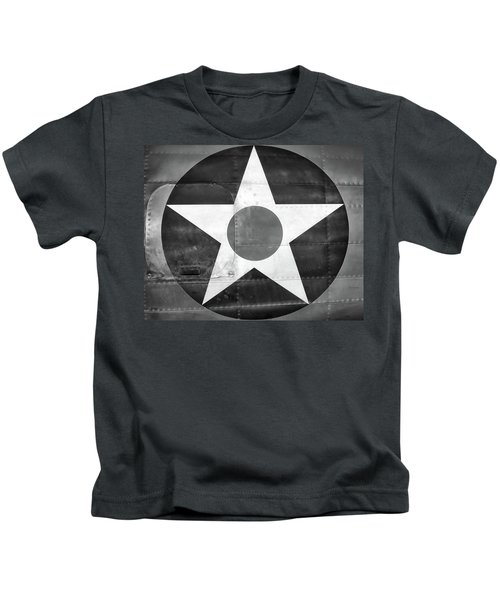 Us Roundel, In Black And White - 2017 Christopher Buff, Www.aviationbuff.com Kids T-Shirt