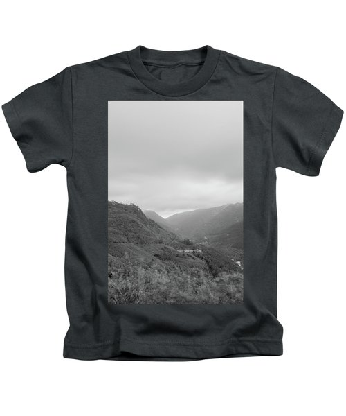 V For Vientoooooo Or Just The V On The Mountain Kids T-Shirt