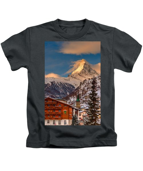 Village Of Zermatt With Matterhorn Kids T-Shirt