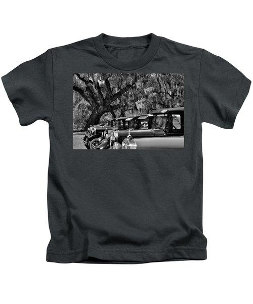 Vintage Ford Line-up At Magnolia Plantation - Charleston Sc Kids T-Shirt