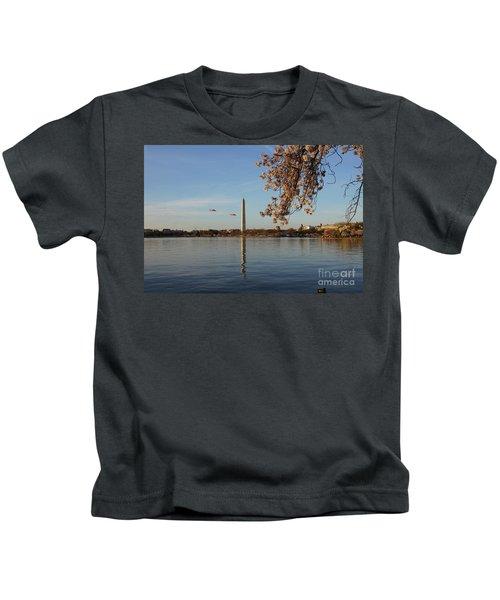 Washington Monument Kids T-Shirt by Megan Cohen