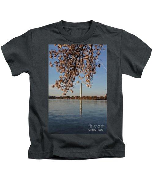 Washington Monument With Cherry Blossoms Kids T-Shirt by Megan Cohen