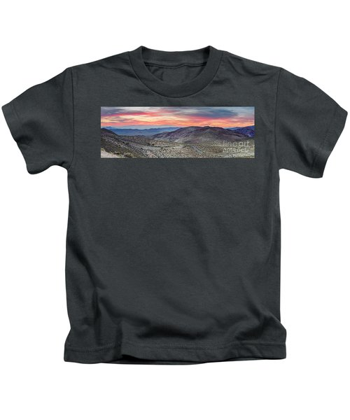 Watching The Sunrise From Dante's View - Black Mountains Death Valley National Park California Kids T-Shirt