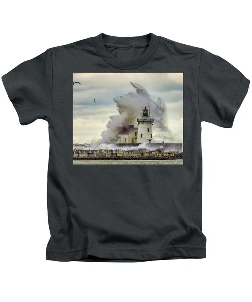 Waves Over The Lighthouse In Cleveland. Kids T-Shirt