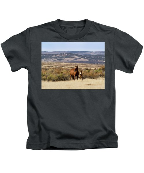 Wild Mare With Young Foal In Sand Wash Basin Kids T-Shirt