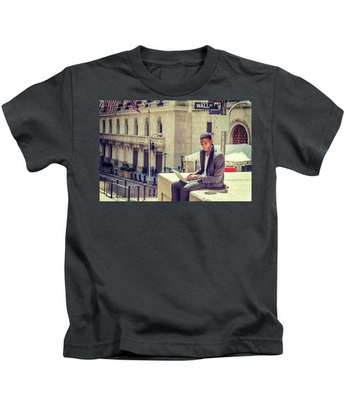 Young African American Man Working On Wall Street In New York Kids T-Shirt