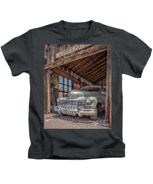 Last Chance Gas Vintage Car Abandoned Gas Station Kids T-Shirt