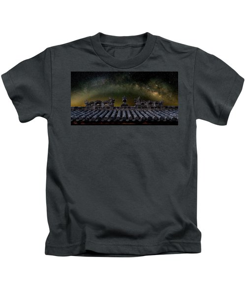 Milky Way Arch Over Chinese Temple Roof Kids T-Shirt