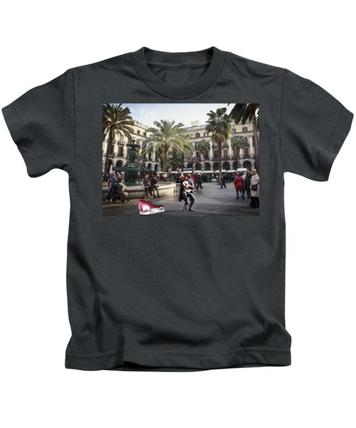 Street Music. Guitar. Barcelona, Plaza Real. Kids T-Shirt