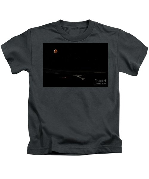Super Blood Wolf Moon Eclipse Over Lake Casitas At Ventura County, California Kids T-Shirt