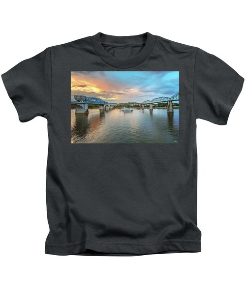 The Southern Belle Between The Bridges  Kids T-Shirt