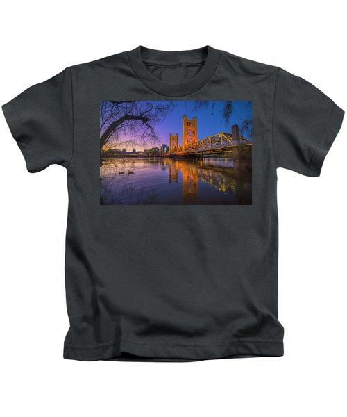 Tower Bridge At Sunrise - 4 Kids T-Shirt
