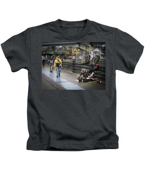 Walking-travellers Kids T-Shirt
