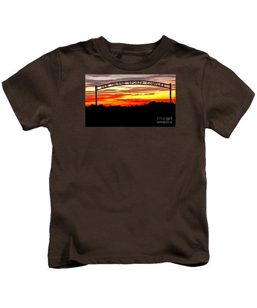 Beautiful Sunset And Emmett Sport Comples Kids T-Shirt