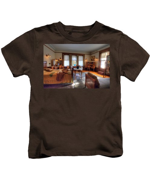 Bedroom Glensheen Mansion Duluth Kids T-Shirt by Amanda Stadther