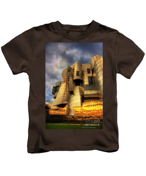 Minneapolis Skyline Photography Weisman Museum Kids T-Shirt by Wayne Moran