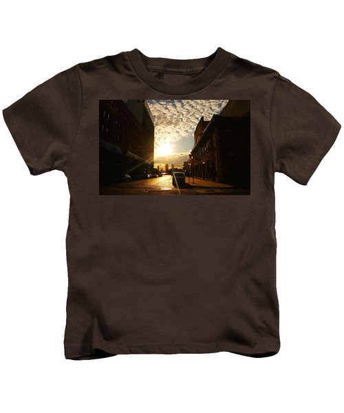 Summer Sunset Over A Cobblestone Street - New York City Kids T-Shirt