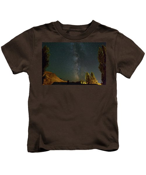 Milky Way Over Farmland In Central Oregon Kids T-Shirt