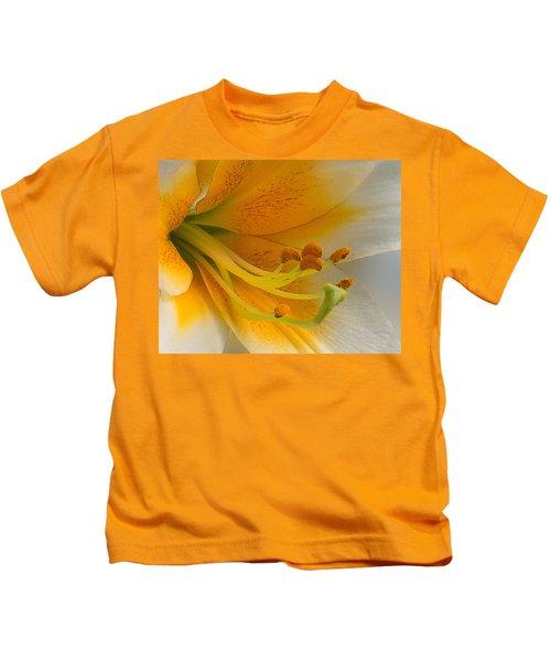 Gold Daylily Close-up Kids T-Shirt