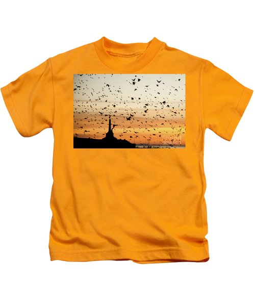 Aberystwyth Starlings At Dusk Flying Over The War Memorial Kids T-Shirt