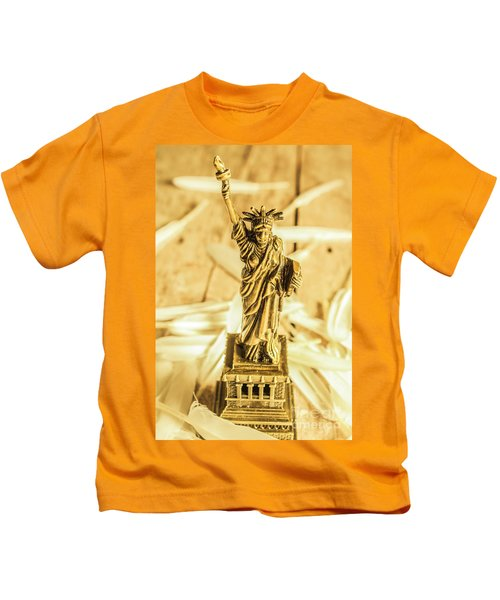 Dove Feathers And American Landmarks Kids T-Shirt