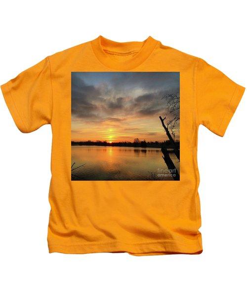 Sunrise At Jacobson Lake Kids T-Shirt