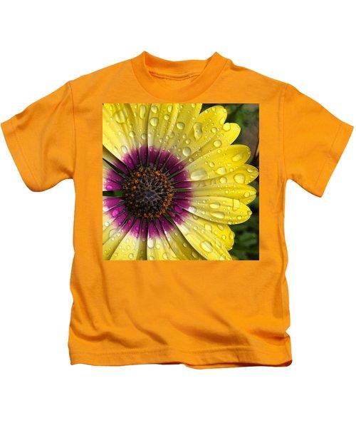Daisy Up Close  Kids T-Shirt