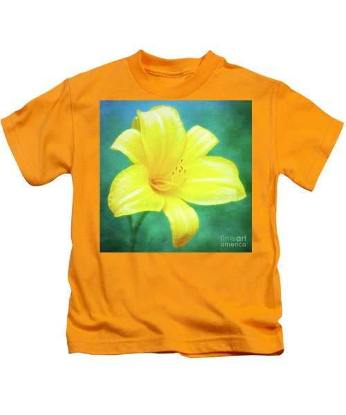 Buttered Popcorn Daylily In Her Glory Kids T-Shirt