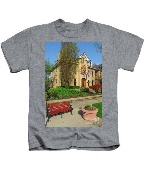 D47l-14 Victorian Village Photo Kids T-Shirt