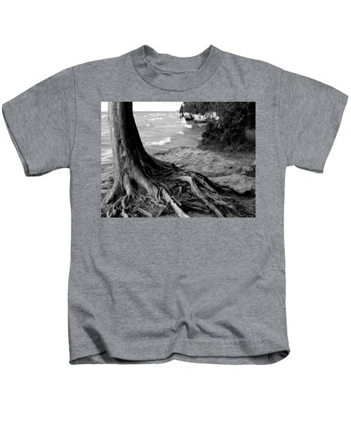B And W Cedar Roots At Cave Point Kids T-Shirt