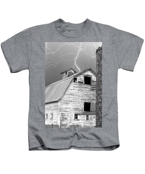 Black And White Old Barn Lightning Strikes Kids T-Shirt