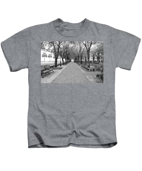 Charleston Waterfront Park Walkway - Black And White Kids T-Shirt